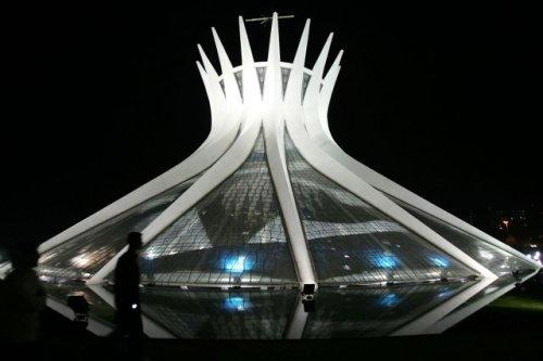 619064-cathedrale-brasilia-inauguree-1960-projet
