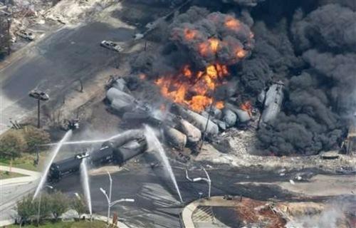 Explosion-d-un-train-a-Lac-Megantic-au-Quebec_article_popin