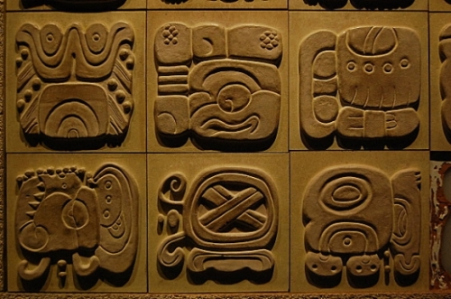mayas-glyphes